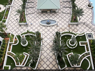 SYNLawn-artificial-grass-commecial-turf-with-pavers-resort-courtyard-design