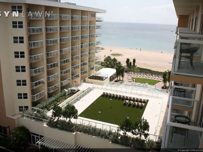 SYNLawn-artificial-grass-commercial-beach-resort-hotel-roof-by-ocean